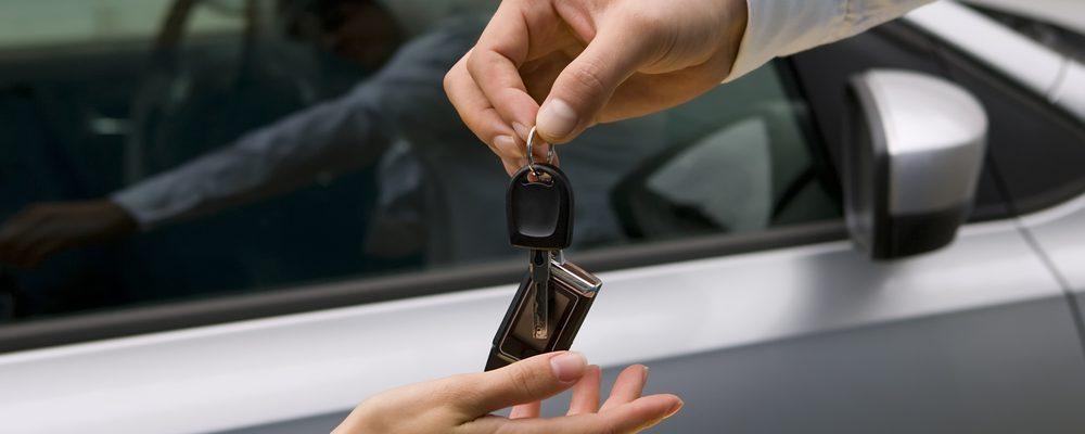 Umowa kupna-sprzedaży samochodu – co warto wiedzieć?