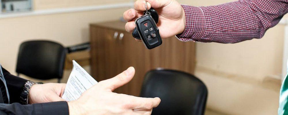 Przekazanie pojazdu z kluczykami i dokumentami